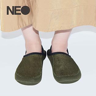 NEO(ネオ)<br/>軽くて持ち運びしやすいトラベルスリッパのシリーズ。
